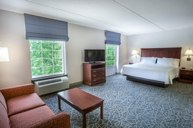 Hampton Inn & Suites Newly Renovated King Suite